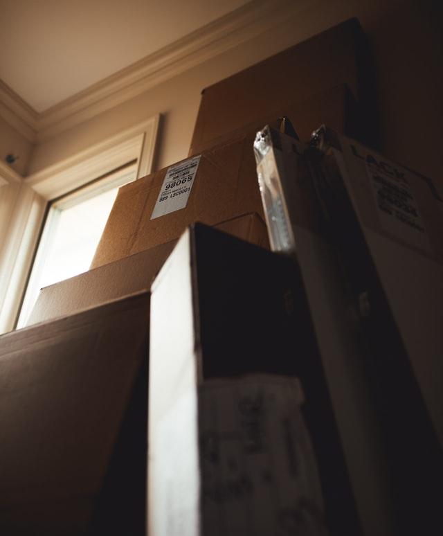 cajas-mudanza-piso-alquiler-luz