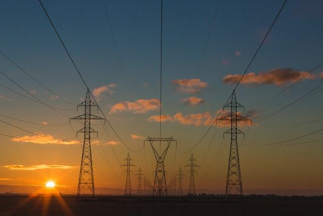 postes_electricidad_energia_potencia_diferencias_atlas