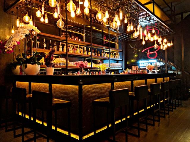 restaurante-ahorro-luz-bar