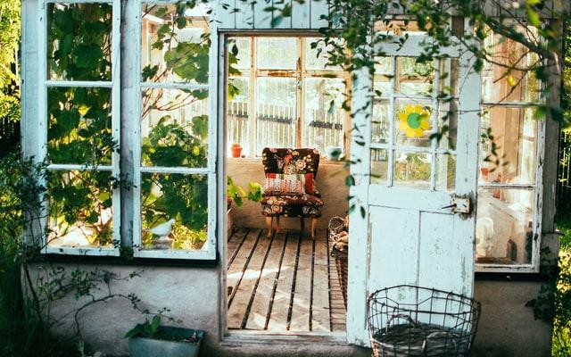 casa-sillon-aire-acondicionado-verano-ahorro-luz-